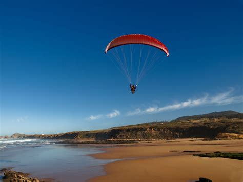 Extreme Sports: Magnificent Paragliding