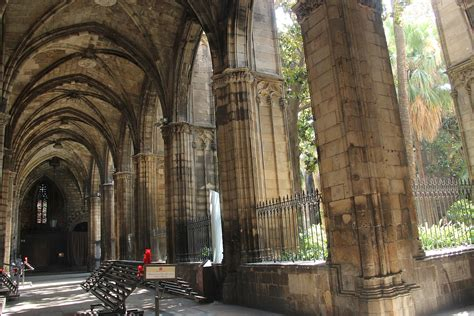 The Cathedral - Camping & Bungalow Globo Rojo Barcelona